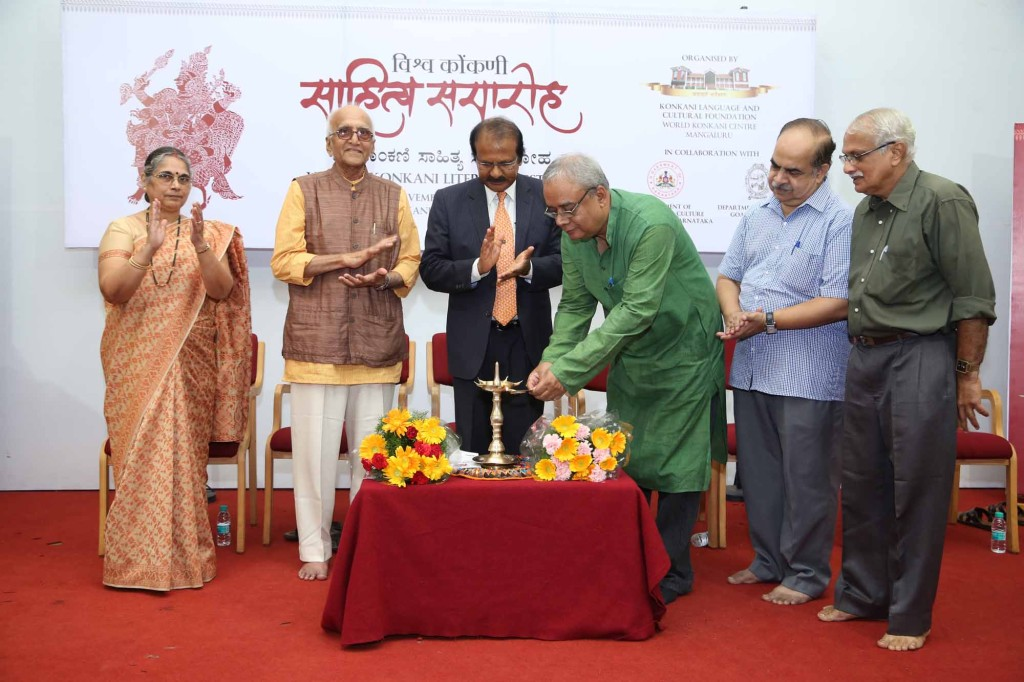 Dr. Udayanarayana Singh, Chair, Centre for Endangered Languages, Santiniketan, inaugurating the Vishwa Konkani Sahitya Samaroh 2015.